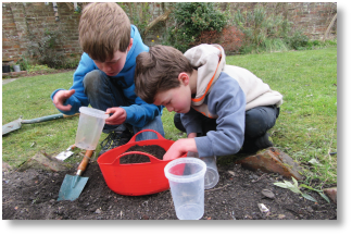 Children takiing part in the Earthworm Watch project